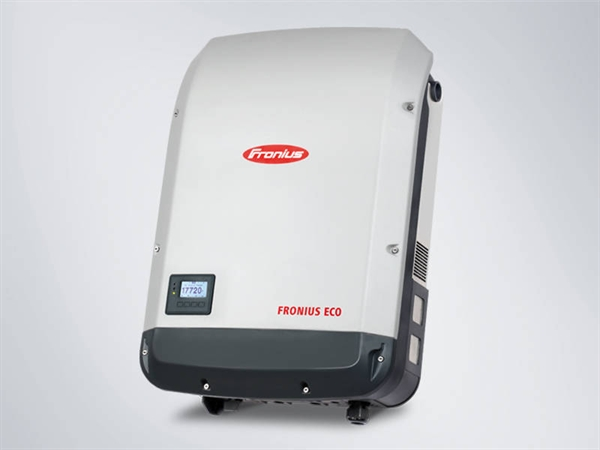 Fronius Eco 27.0-3 light solar inverter